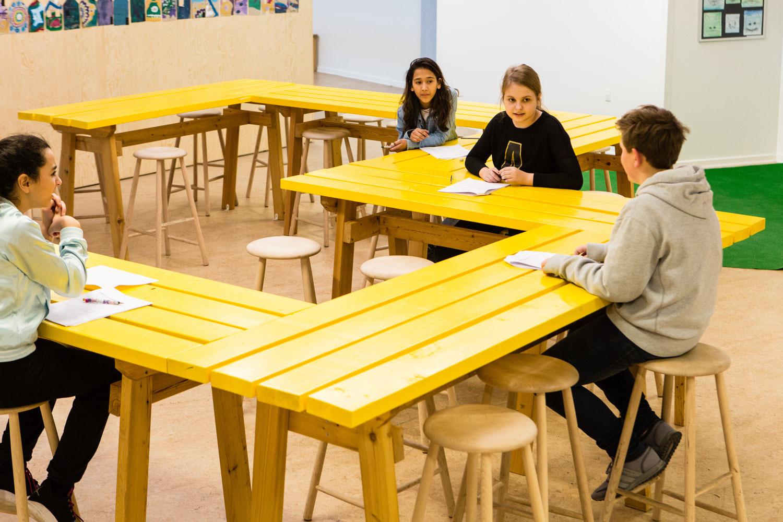 Engstrandskolen børn har samtale Rune Fjord Studio