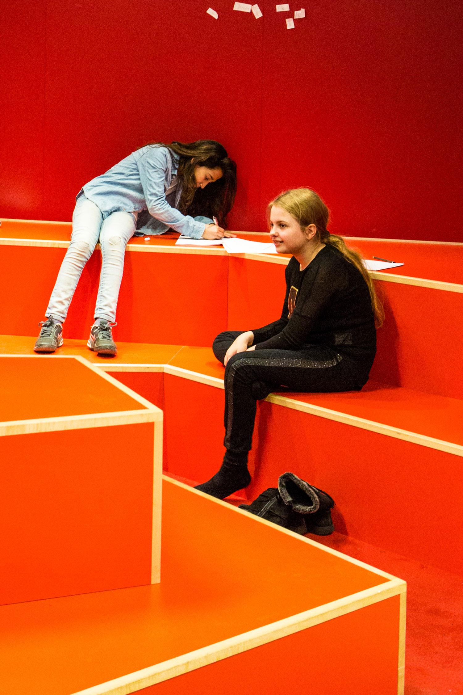Engstrandskolen børn laver opgave Rune Fjord Studio
