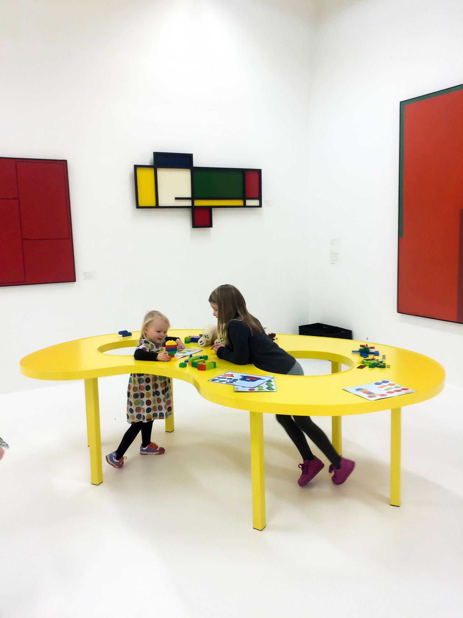 Idealer Esbjerg kunstmuseum børn leger Rune Fjord Studio