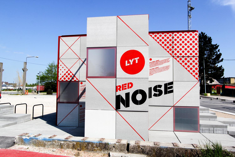 red noise udenfor Rune Fjord Studio